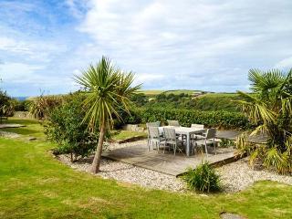 NANS-TEK, bungalow, WiFi, off road parking, garden with distant sea views, in Crackington Haven, Ref 926190 - Crackington Haven vacation rentals