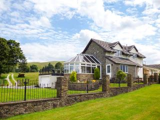TRE GARREG, pets welcome, en-suites throughout, pool table, WiFi, woodburner, great base near Rhayader, Ref. 926990 - Rhayader vacation rentals