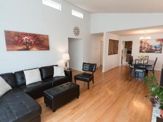 Great, cozy private queen bedroom in central area - Vancouver vacation rentals