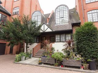 Studio in historic Narrow Street- Zone 2 - London vacation rentals
