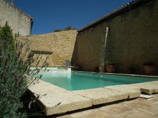 mas provence piscine chauffée - Chateauneuf du Pape vacation rentals