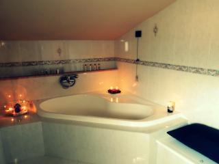 Bright 4 bedroom Capaccio B&B with Internet Access - Capaccio vacation rentals