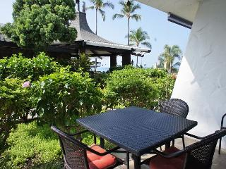 Casa de Emdeko  133 - AC Included & Ocean Front Pool! - Kailua-Kona vacation rentals