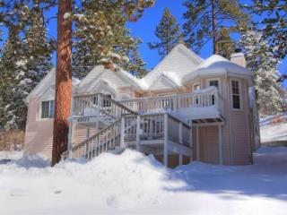Moonridge Chalet: Great Family Cabin w/ Foosball - City of Big Bear Lake vacation rentals