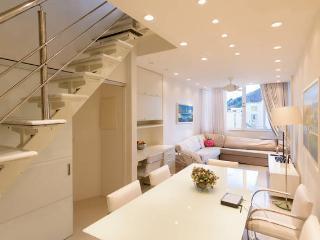 RioBeachRentals - Santa Clara Posh Penthouse #213 - Copacabana vacation rentals