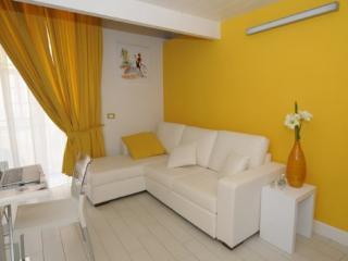 APPARTAMENTO GIALLO - SORRENTO CENTRE - Sorrento - Sorrento vacation rentals