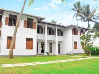 New luxury beach front Villa in Galle! - Galle vacation rentals