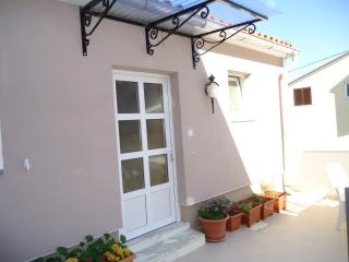 Beautiful 2 bedroom Apartment in Mali Losinj with Internet Access - Mali Losinj vacation rentals