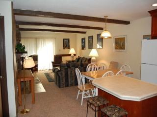 Lovely 2 bedroom Winter Park Apartment with Shared Outdoor Pool - Winter Park vacation rentals