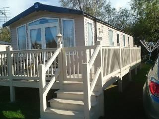 Seton Sands Village, Amazing 2 Bed Caravan, Mon to - Prestonpans vacation rentals