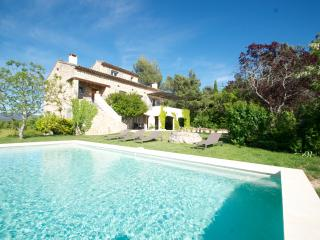 provence living - Roussillon vacation rentals