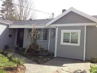 4-Bed, 2-Bath Rambler w/ Mother-In-Law in Seattle - Seattle vacation rentals