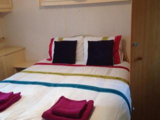 Nice Caravan/mobile home with Internet Access and Television - Clacton-on-Sea vacation rentals
