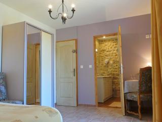 LE MAS DES FERRAYES Chambre d'Hôtes - Ongles vacation rentals