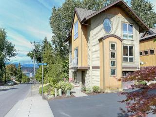Colorful and spacious, three story home w/ gourmet kitchen - walk to downtown - Hood River vacation rentals