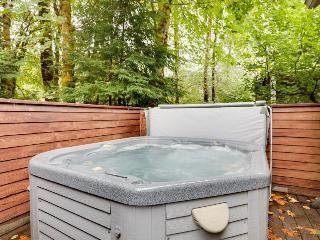 Condo w/resort attractions and a private hot tub! - Welches vacation rentals