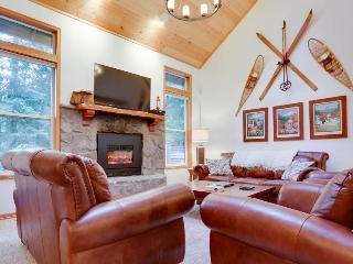 Beautiful condo with private hot tub, shared pool and tennis courts! - Welches vacation rentals