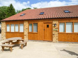 THE GRANARY, family-friendly, eco central heating, enclosed gravelled area, near Thirsk, Ref 19935 - Thirsk vacation rentals