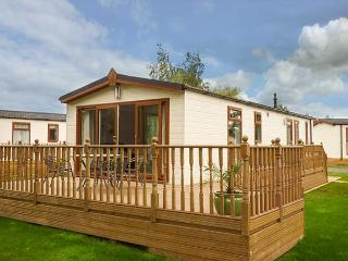 FAIRWAY VIEW, detached, pet-friendly, on-site facilities, WiFi, nr Wisbech, Ref 920104 - Wisbech vacation rentals
