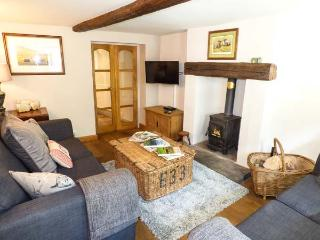 GRANGE COTTAGE, pet-friendly, beautiful cottage, character, woodburner, WiFi, parking, enclosed garden, in Castleton, Ref. 928584 - Castleton vacation rentals