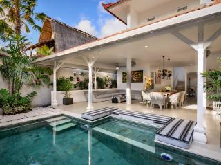 Villa Ozamis By Bali Villas Rus -4 Bedroom Brand New Cute Villa in Seminyak - Seminyak vacation rentals