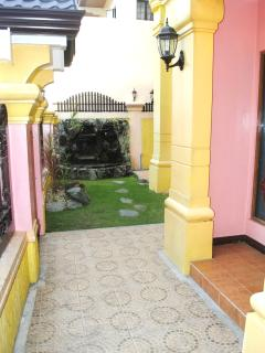Comfortable House with Internet Access and Parking Space - Las Pinas vacation rentals