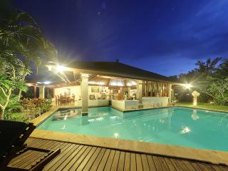 Senyum, Traditional 4BR with Cliff Views-Jimbaran - Jimbaran vacation rentals