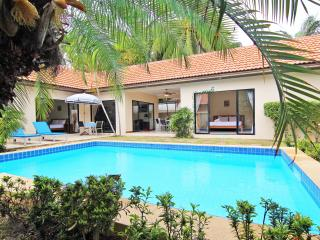 Spacious 2Bedroom Talay Time Villa, near the beach - Pattaya vacation rentals