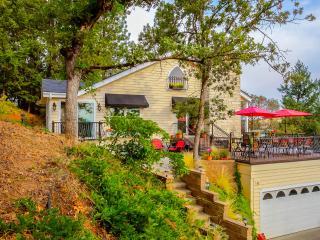 25% Off (exemptions) Villa sleeps 10 - Medford vacation rentals