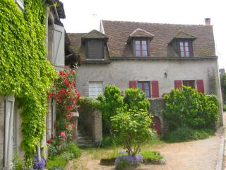 Nice Gite with Internet Access and Balcony - Saint-Dyé-sur-Loire vacation rentals