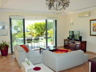 2 bedroom Townhouse with A/C in Quinta do Lago - Quinta do Lago vacation rentals