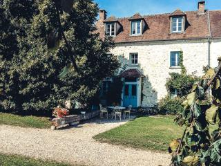 3 bedroom Bed and Breakfast with Parking in Vetheuil - Vetheuil vacation rentals