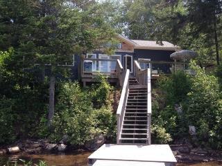 Cozy 2 bedroom Kearney Cottage with Deck - Kearney vacation rentals