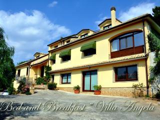 """B&B - Casa Vacanze """" Villa Angela"""" - Piazza Armerina vacation rentals"""