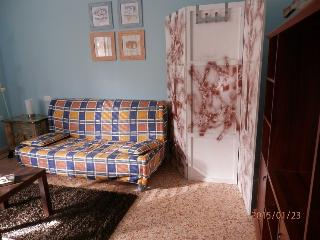 Bright 1 bedroom Follonica Townhouse with Long Term Rentals Allowed - Follonica vacation rentals