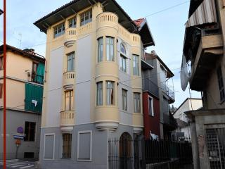 Art deco house by the PO river - San Mauro Torinese vacation rentals