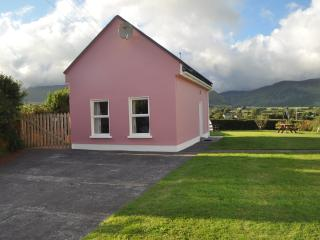Romantic Cottage with Internet Access and Satellite Or Cable TV - Annascaul vacation rentals
