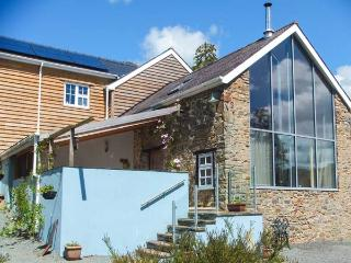 THE BARN AT GLANOER, stone-built barn conversion, roll-top bath, woodburner, an away-from-it-all location, near Hundred House, Ref 22968 - Hundred House vacation rentals