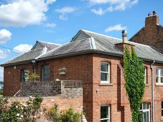 RIVER VIEW APARTMENT, private roof terrace, access to garden, WiFi - West Tanfield vacation rentals