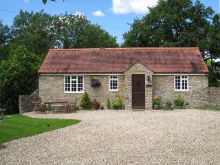MAGPIE COTTAGE, single-storey, detached, en-suite, parking, garden, in Bruton, Ref 928412 - Bruton vacation rentals