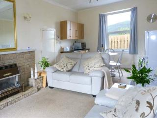 THE KNOWE LOWER, all ground floor, gas fire, off road parking, shared garden, in Taynuilt, Ref. 927115 - Taynuilt vacation rentals