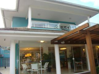 Casa com deck p barcos frente mar e lagoa - Barra da Lagoa vacation rentals