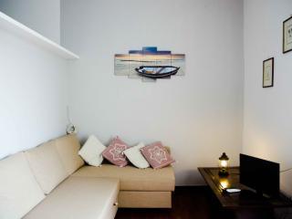 BLUE SKIES APARTMENTS, PIAZZA DEL PLEBISCITO - Naples vacation rentals