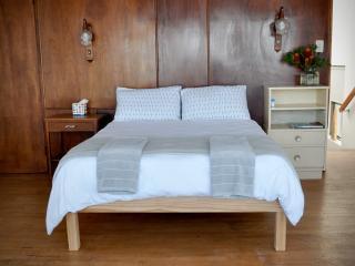 2 bedroom Cottage with Internet Access in Kleinmond - Kleinmond vacation rentals