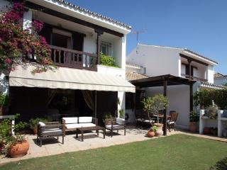 Private rooms in a dream holiday location. - San Roque vacation rentals