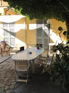 Bright 2 bedroom Riva Trigoso Townhouse with Central Heating - Riva Trigoso vacation rentals