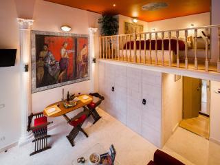 Luxury Old Roman Stile Apartment