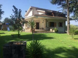 Villa Con Parco Verde E Piscina Vicino A Roma - Campagnano di Roma vacation rentals