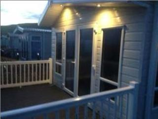 Bright 2 bedroom Burton Bradstock Caravan/mobile home with Deck - Burton Bradstock vacation rentals
