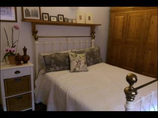 Beautiful Large Double Bedroom Incl Breakfast - York vacation rentals